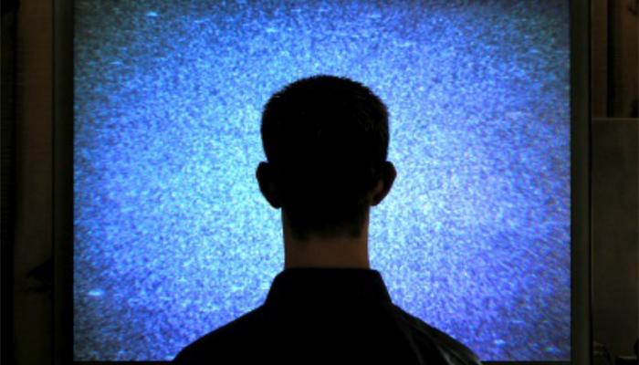 Les Français de plus en plus seuls devant leur télévision