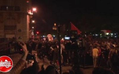 Le Petit Journal pris à partie par des manifestants