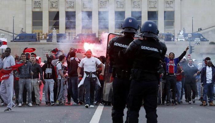 Cambadélis fait le lien entre Manif pour tous et hooligans
