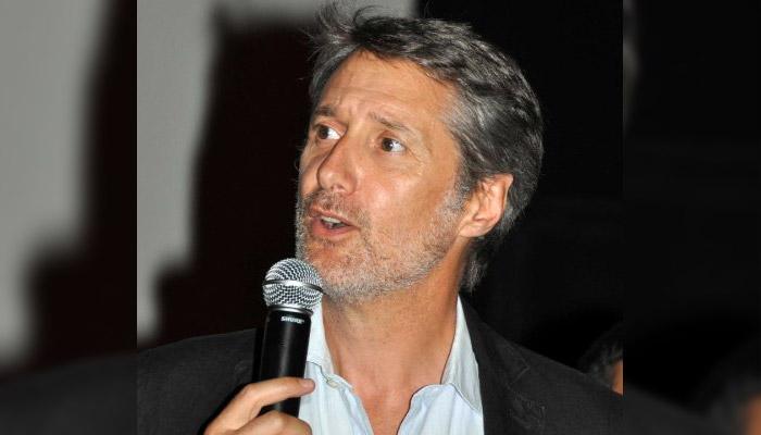 Antoine de Caunes succède à Michel Denisot