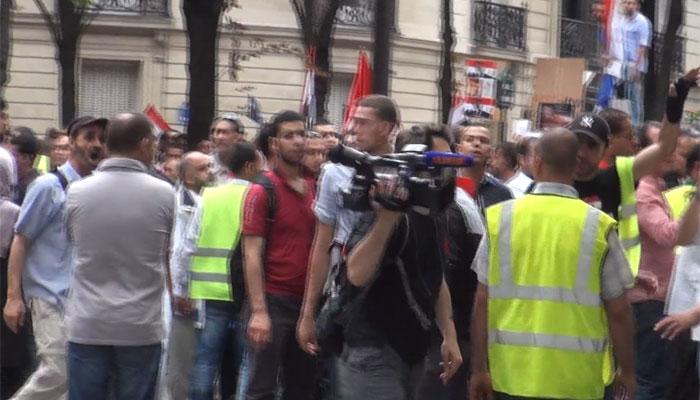 Un caméraman de BFMTV pris à partie par des islamistes à Paris