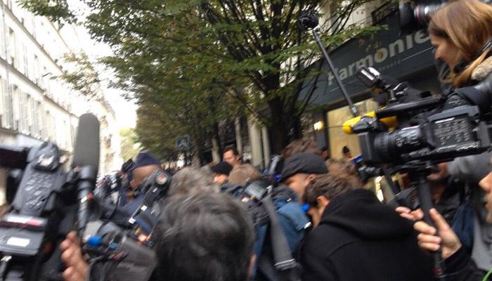 Un homme armé prend d'assaut Libération. Crédit photo : Anaëlle Grondin via Twitter (DR)