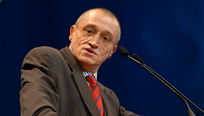 Un journaliste de RTL déforme les propos de Paul-Marie Coûteaux