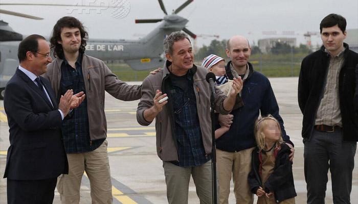 Après la libération des otages, la politique de la France en question