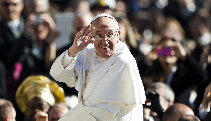 Dossier : Le Pape François et la nouvelle stratégie médiatique du Vatican