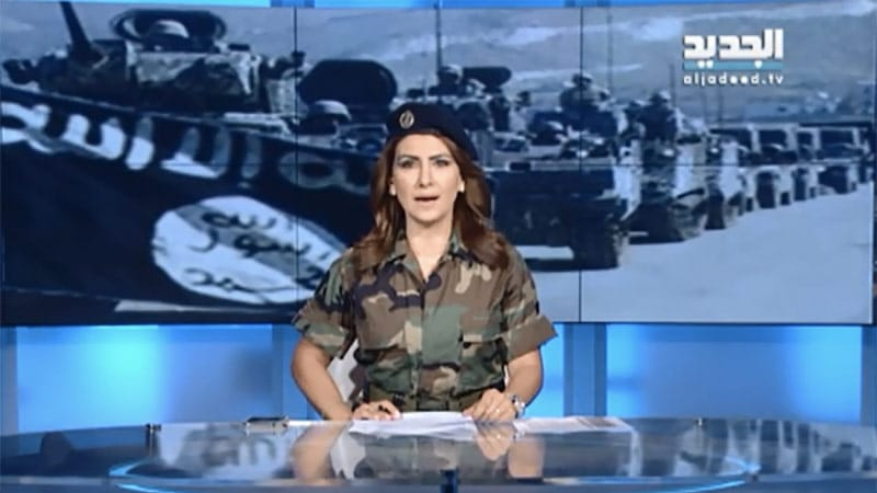 Une journaliste en tenue camouflée à la télévision libanaise