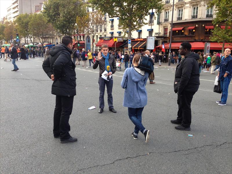 Deux journalistes de i>Télé et leurs gardes du corps (2/2).