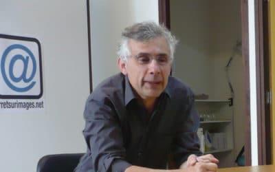 Attentats : Schneidermann critique les médias et l'info en continu