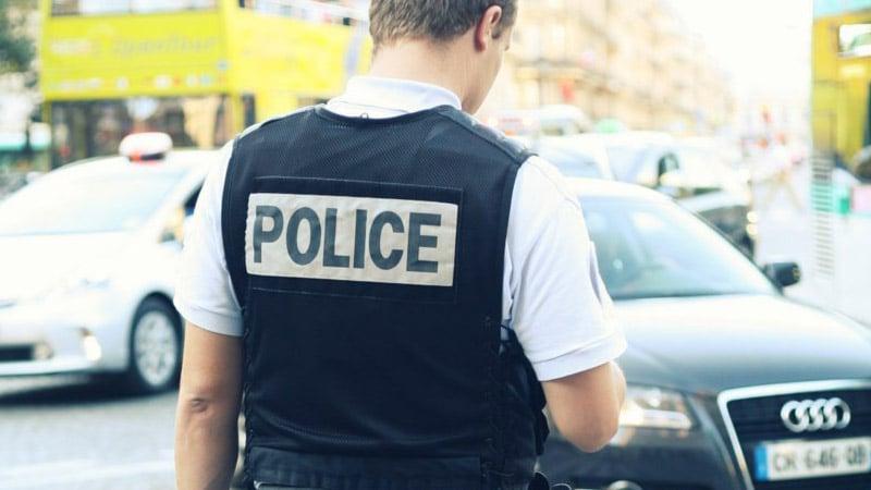 Daniel Schneidermann victime d'une descente de police après un « canular »