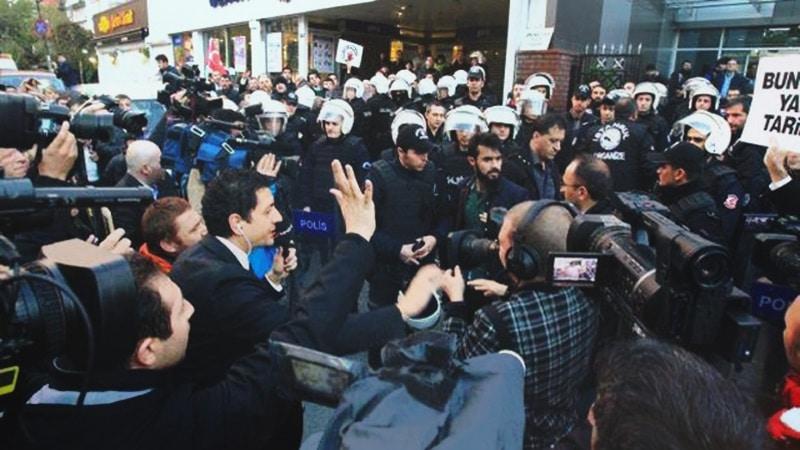 Turquie : Deux médias indépendants pris d'assaut par la police