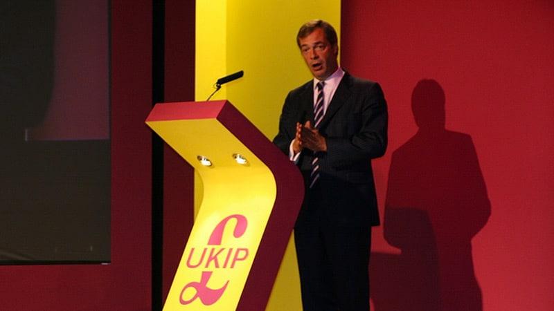 Nigel Farage dénonce les mensonges de la presse francophone