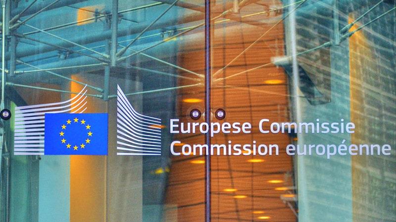 Bruxelles demande aux réseaux sociaux de traquer les « fausses informations »