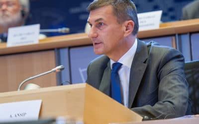 L'Union européenne félicite Twitter pour sa politique de censure
