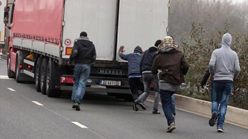 Routiers et policiers à Calais : les oubliés des tribunes dans les médias