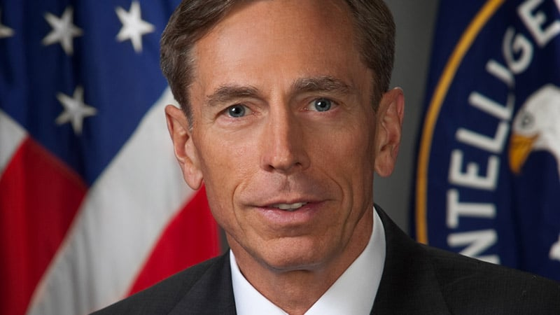 Ex-CIA Chef Davis Petraeus : neuer Medienmagnat in Osteuropa. Die ganze Affäre