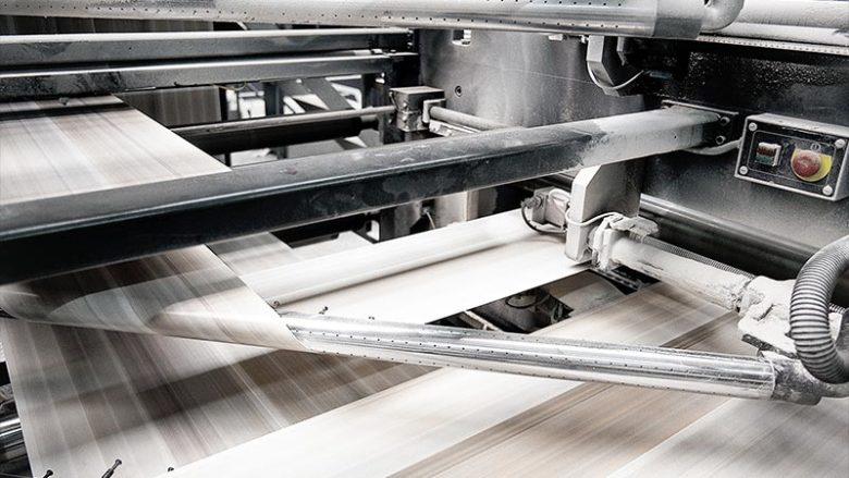 La presse papier toujours fragile, au Canada, en Suisse et en France