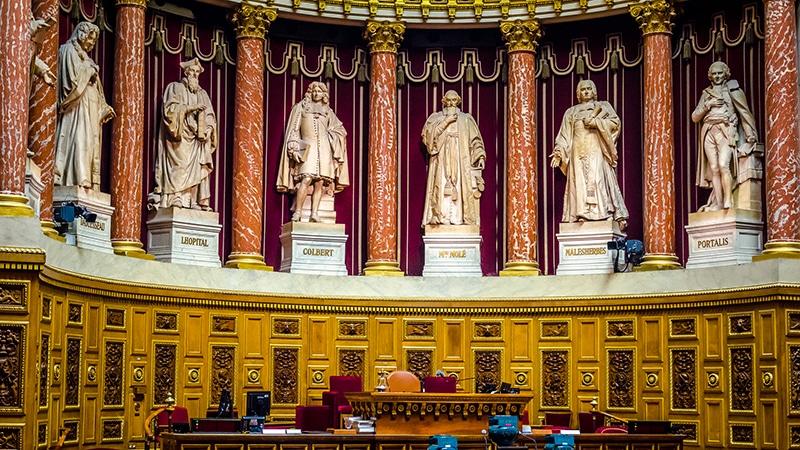 Privilèges : le Sénat s'attaque à l'abattement fiscal des journalistes (trop) bien payés mais est retoqué