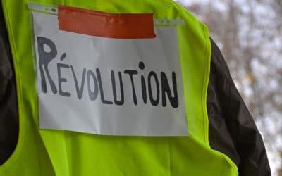 Gilets jaunes : éditoriaux hostiles à la ramasse !