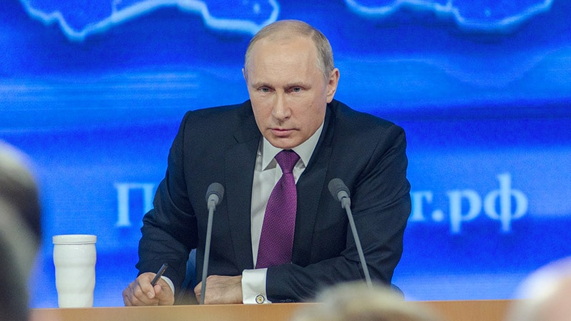Un article de Sylvie Kauffmann dans Le Monde : Poutine s'engage (enfin) en Europe