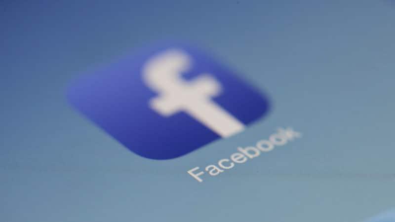 Messages 'haineux' : Facebook donnera votre adresse IP à la justice