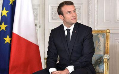 Emmanuel Macron, le faible poids des mots, le choc des photos