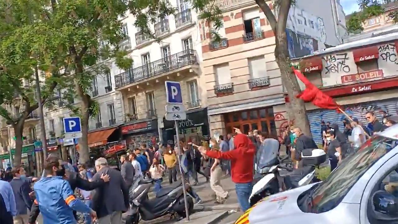 Procession catholique agressée à Paris: un évènement sorti de l'ombre par les réseaux sociaux